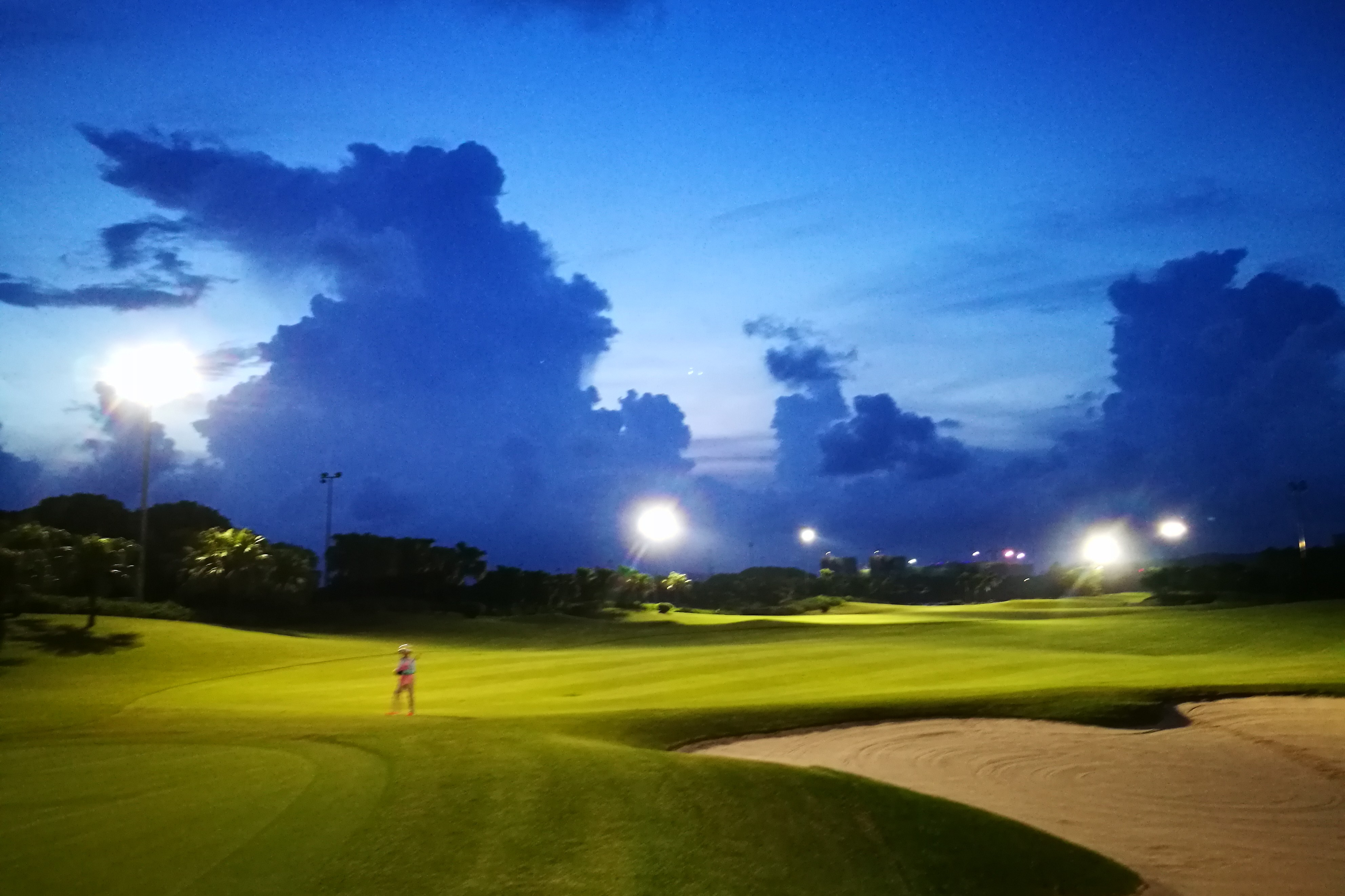 Zhuhai Golden Gulf Golf Club Nighttime photo