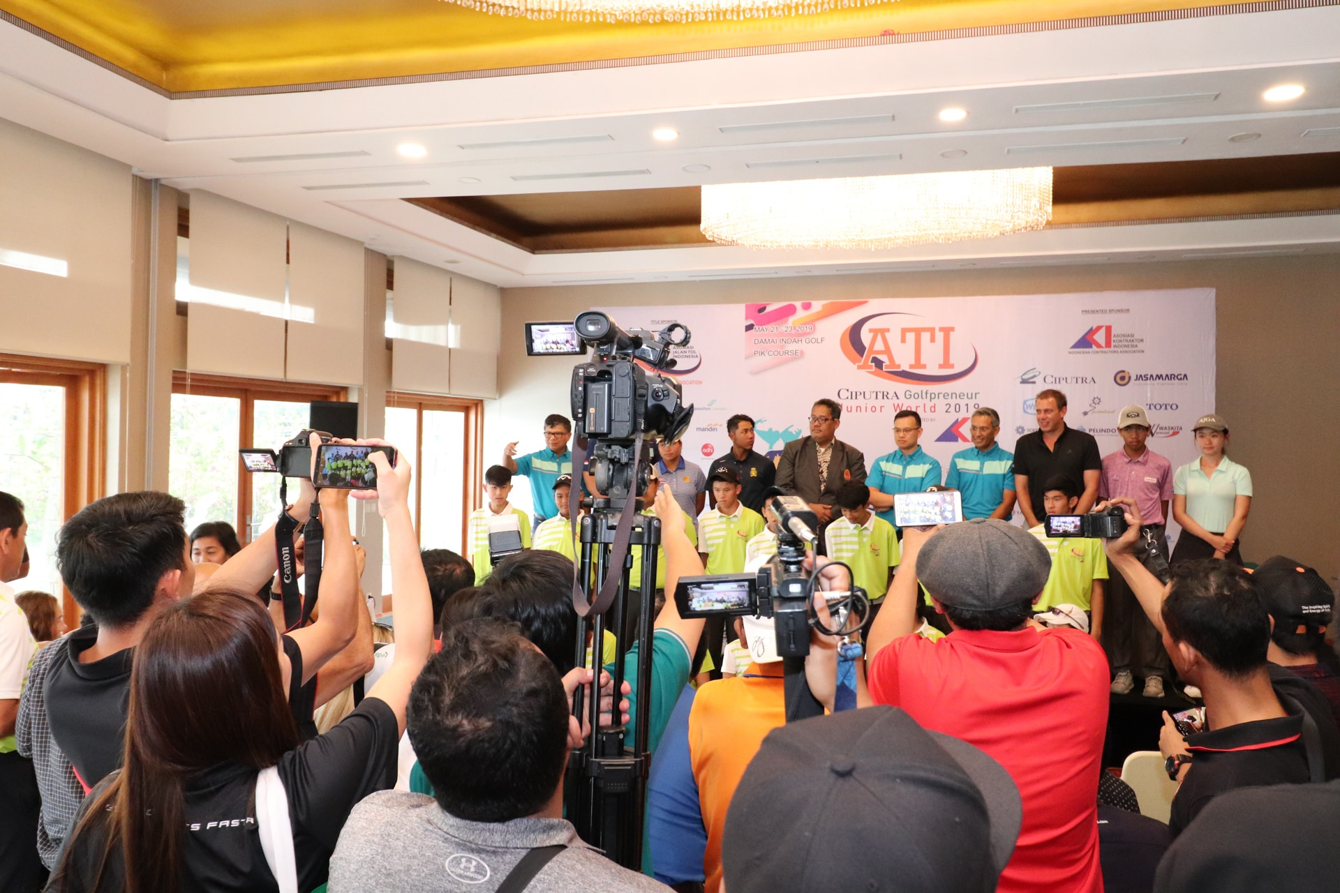 Dozens of media officials from Indonesia gathering JGTA News for their publications at the #JGTACiputra Press Conference