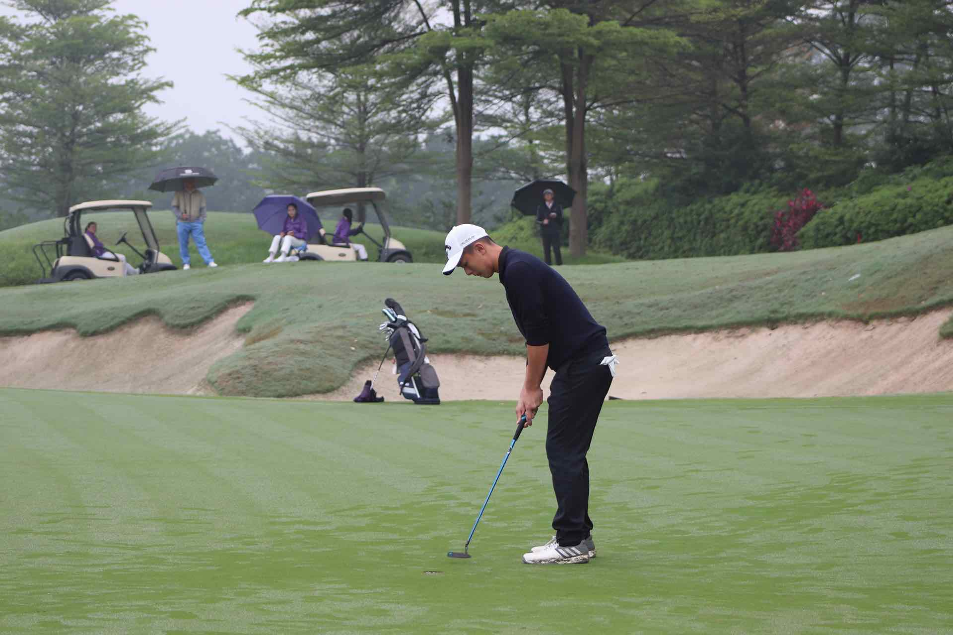 Hsiao Che Yang First Team Junior All-Asia Putting downhill at The Southern Junior