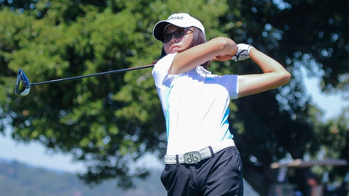 University of Wisconsin commit Chloe Chan swinging at an AJGA event